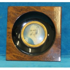 (20ᵉ century) Oil on ivory in frame Portrait of a lady 5.5 Ø Signed: middle right
