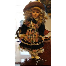 (20ᵉ century) Pottery Dressed doll with straw hat
