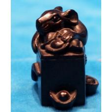 Black ebony (Early 20ᵉ century) Chinese Netsuke Mouse with stock to fridge