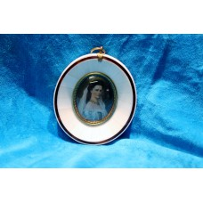 Ivory miniature (2ᵉ half 19ᵉ century) Oil painting on ivory in ivory oval frame Lady with veil in her hair