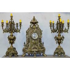 Bronze clock set  (19ᵉ century) Fin de siécle 3-piece clock set The dial á douze pieces, with curls and mascaron
