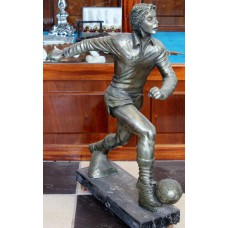 Arpeco Bronze plaster (20th century) Footballer Aad Mansveld No 9 on marble base