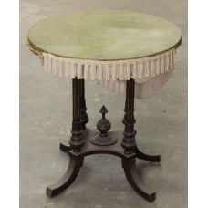 Wooden side table (19ᵉ century) Oak 4-leg William III with upholstered top and edge trim