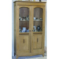 Cabinet (1ᵉ half 20ᵉ century) Oak 2-door display cabinet carved doors on tight legs