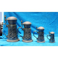 Angel Pewter (20ᵉ century) 4 Lid mugs embossed arms debt to the abdomen