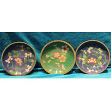 China Enamel (20ᵉ century) 3 saucers with floral pattern in different colors