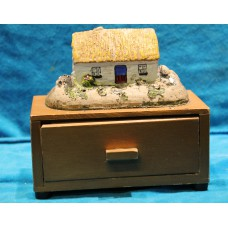 Bray Co Wicklow Woods (20ᵉ century) Music box with cottage