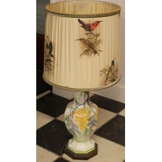 China Earthenware (20ᵉ century) Chinese lamp closely with grape motif fitted hood with bird decor