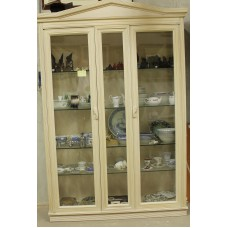 Cupboard lacquered oak (20ᵉ century) Furniture 3-piece china cabinet equipped with two doors tympanum