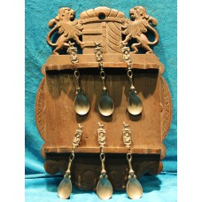 Stung wood with tin (20ᵉ century) Spoon rack with arms and six old Dutch spoons