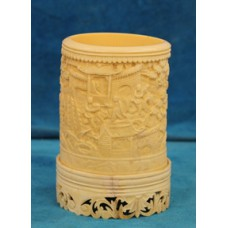 Ivory (19ᵉ century) Chinese brush pot carved from elephant tusk with Chinese representation