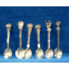 Silver (20ᵉ century) 6 different spoons with the handle head knights heads Romijnen and buildings