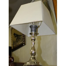 Classic table lamp with square cap and round base