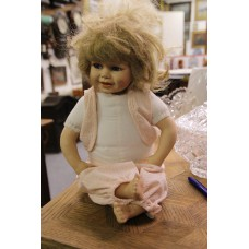 (20ᵉ century) Dolls Girl doll with brown hair and blue eyes dressed in white