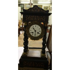 Wood (20ᵉ century) Table clock with wooden decorations on four paws with percussion of half and whole hours