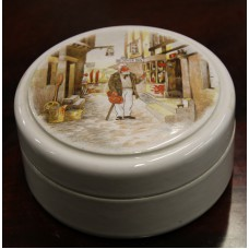 Patum Peperium LTD (20ᵉ) Pottery Lid Box with transfer decoration of Man in Dover