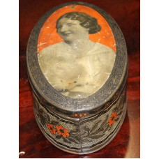 Dutch (20ᵉ) Oval Tin cookie jar with painted motif of our Princess