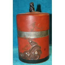 Japanese (19ᵉ century) Tin Cylindrical Caddy red laqué with shishe lid button
