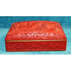 Chinese (20ᵉ century) Red lacquer box Stitched rectangular box with decor of figures in landscape